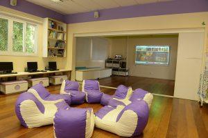 Sala inovadora mulituso na escola Builders Educação Bilíngue